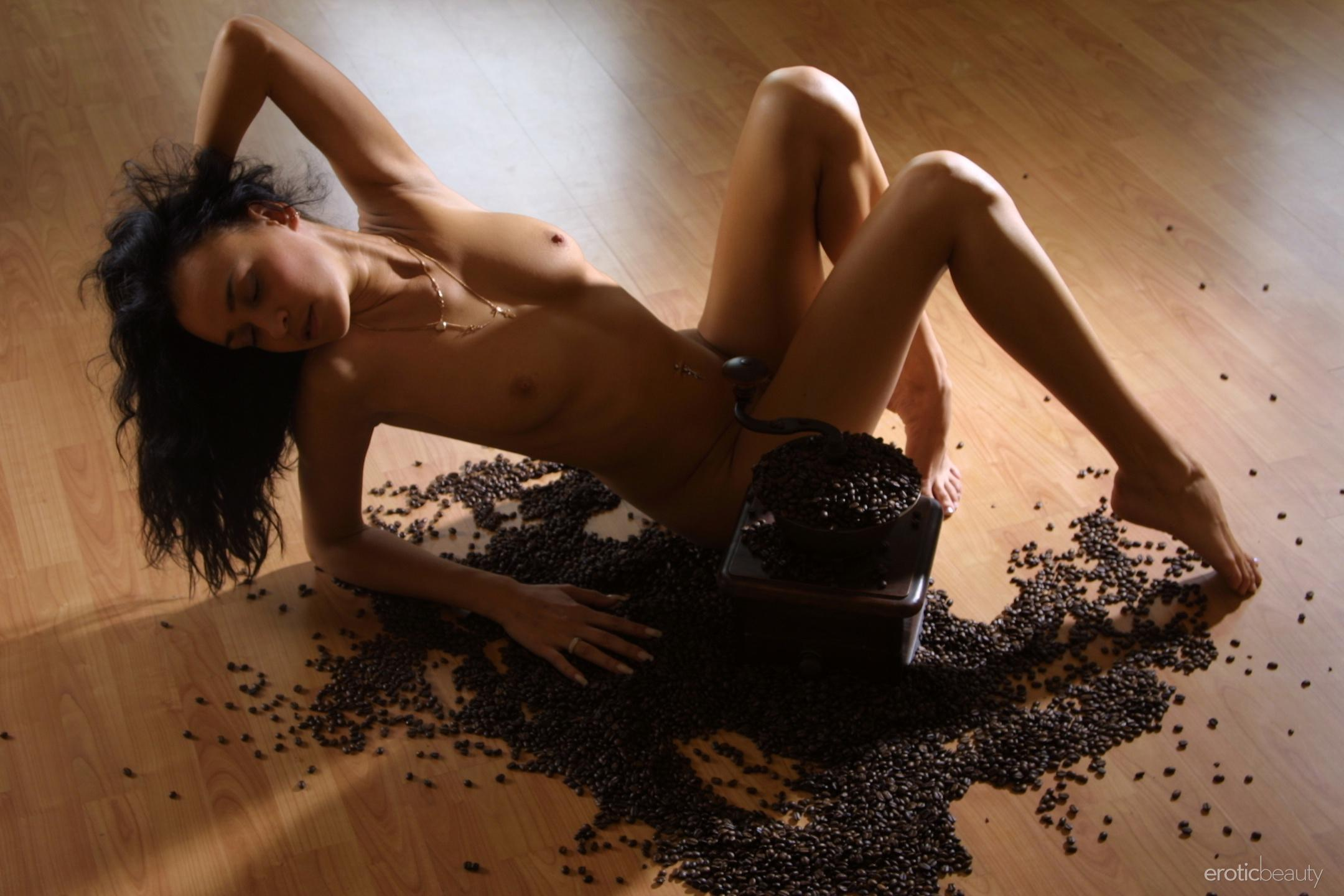 Multiple cumshots, she swallows
